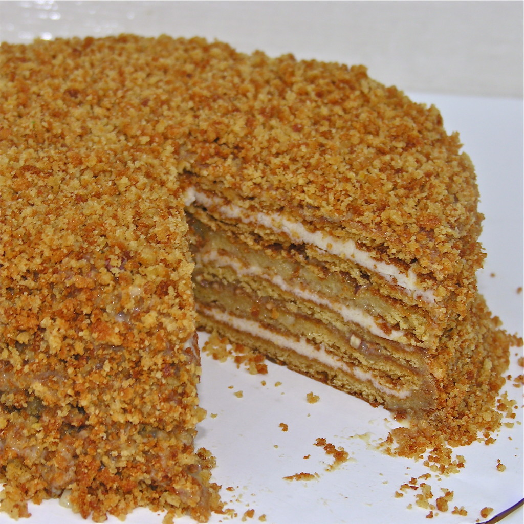 https://easybaked.net/2011/08/17/medovnik-honey-cake/