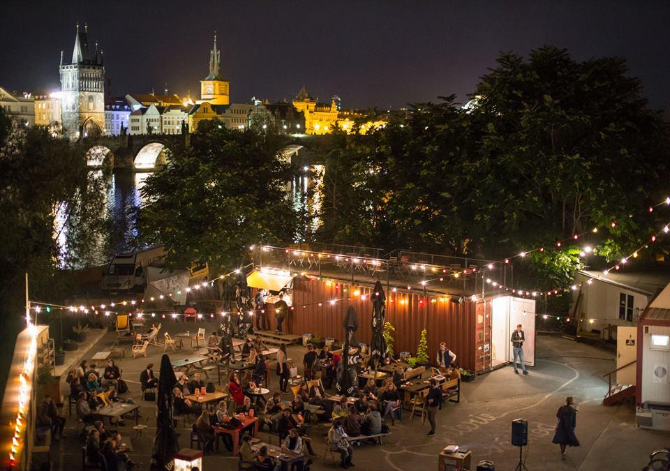 Prag'da Yazlık Sinema Keyfi