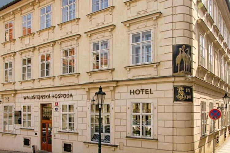 Prag'da Üç Leylek Lokantası